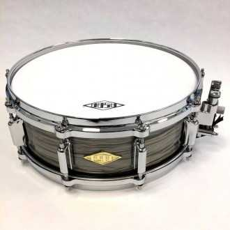 Snare Revelation finish Fade To Gris full view + logo