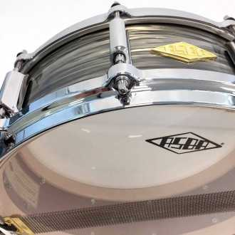 Snare Revelation finish Fade To Gris snare wire + logo