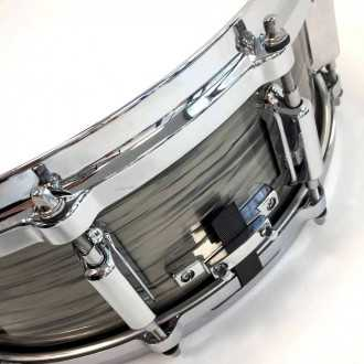 Snare Revelation finish Fade To Gris wire snare fixation