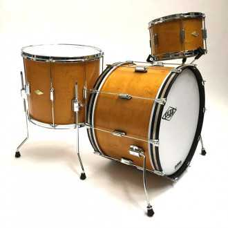 Drums Rive Gauche Elvin Jaune  kit with side overview with bass drum, floor tom and tom