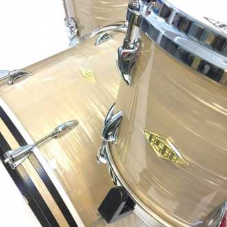 Drums Revelation Charlie White kit detailled view of the bass drum and tom